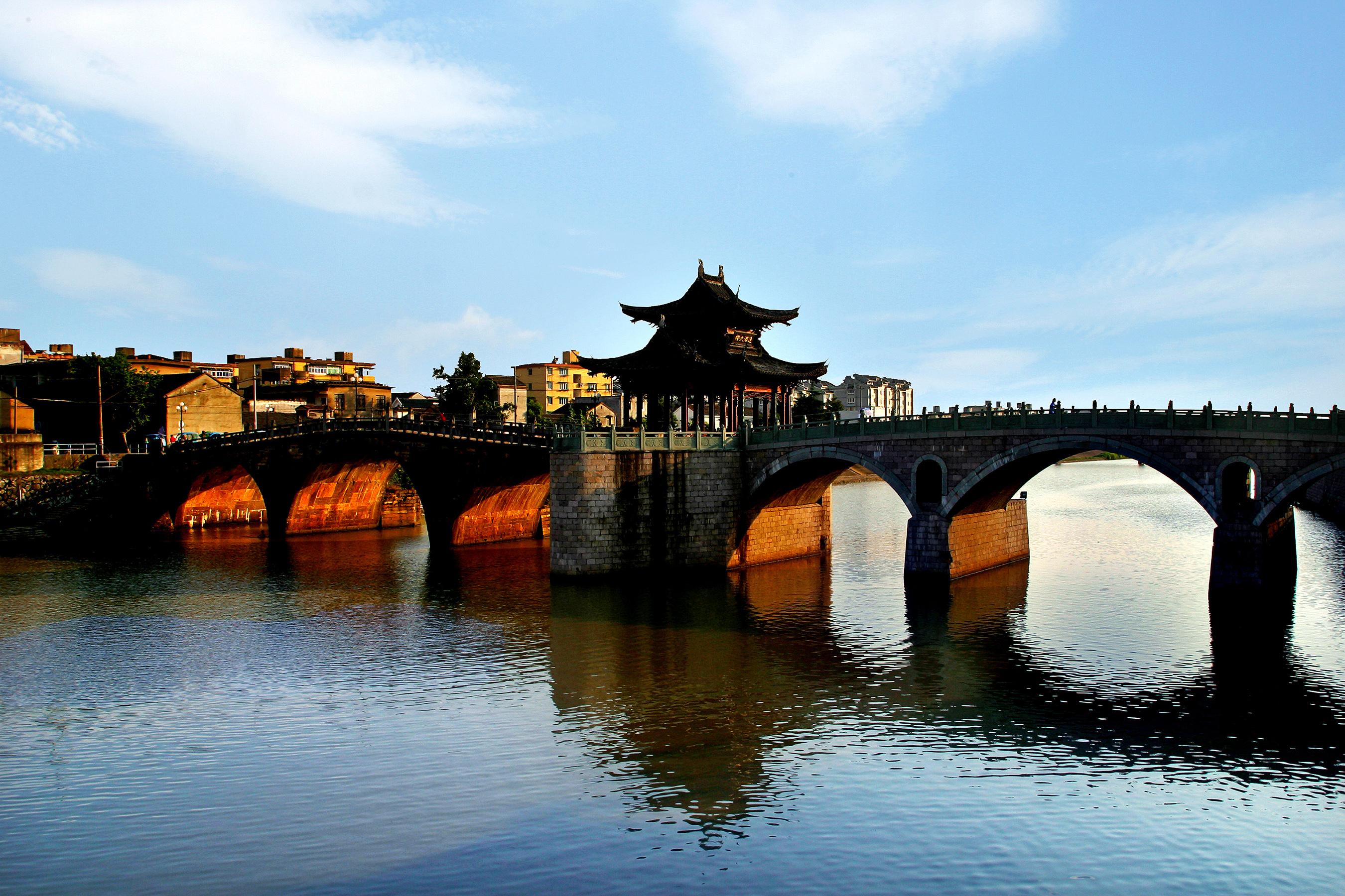 Tongji Bridge over the Beijing-Hangzhou Grand Canal