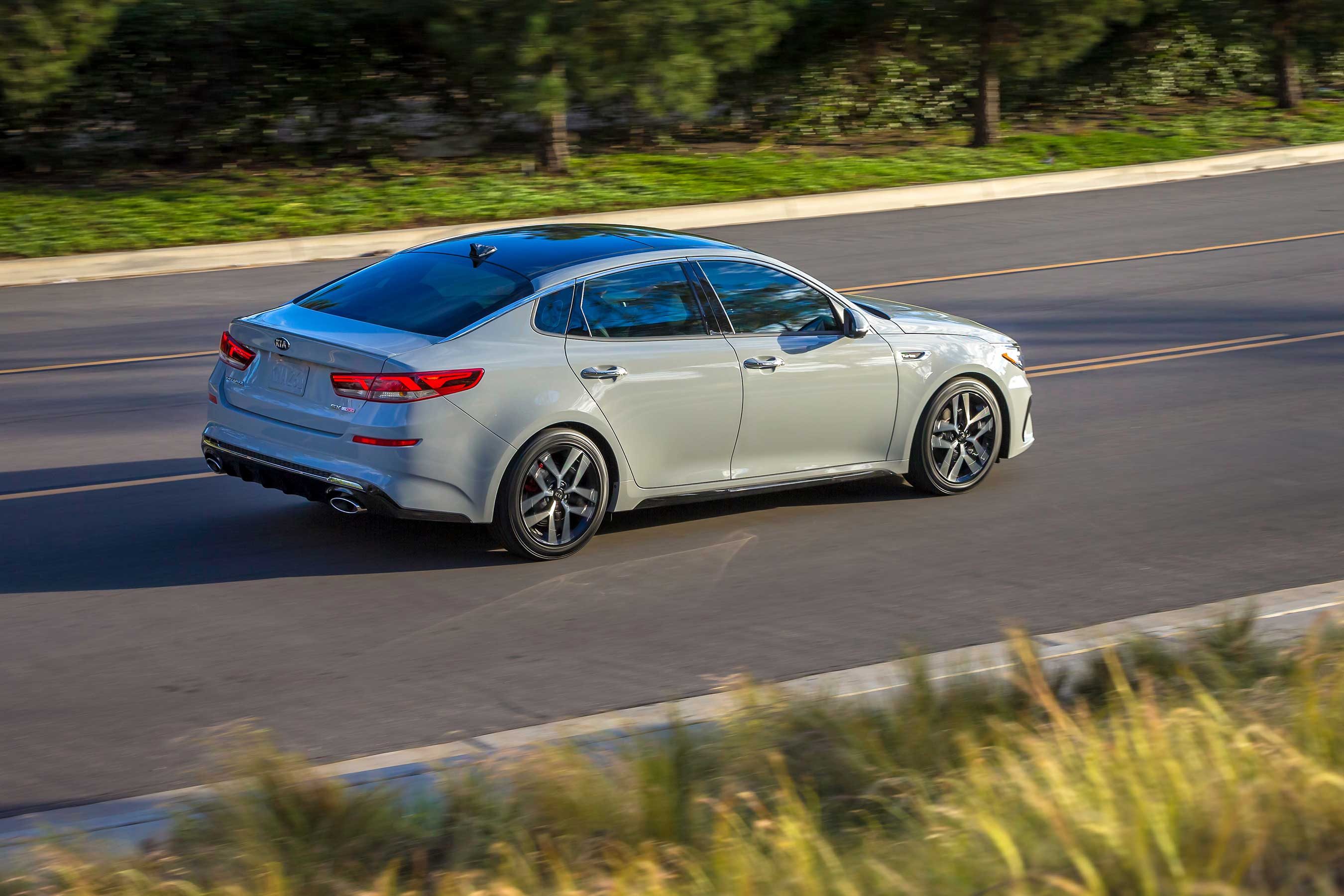 Brimming with new technology and features, the redesigned 2019 Kia Optima continues its run as a compelling alternative in the midsize sedan segment.