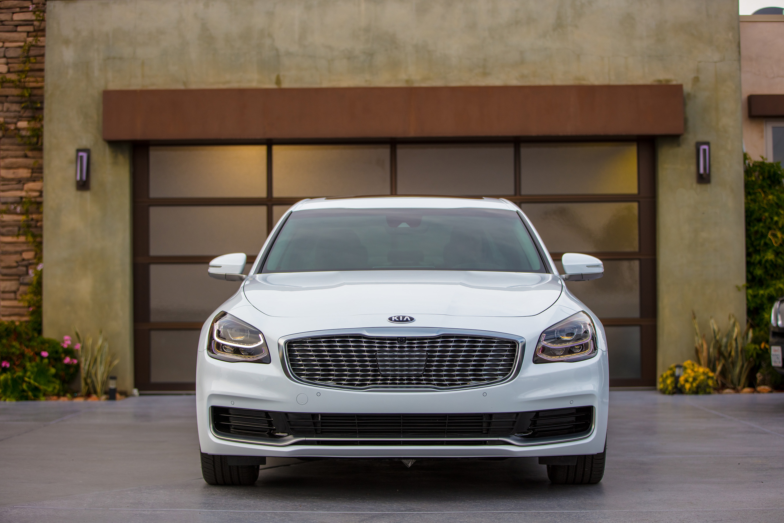 Sophisticated and stately, the entirely redesigned K900 brings a new definition of premium luxury to the Kia portfolio.