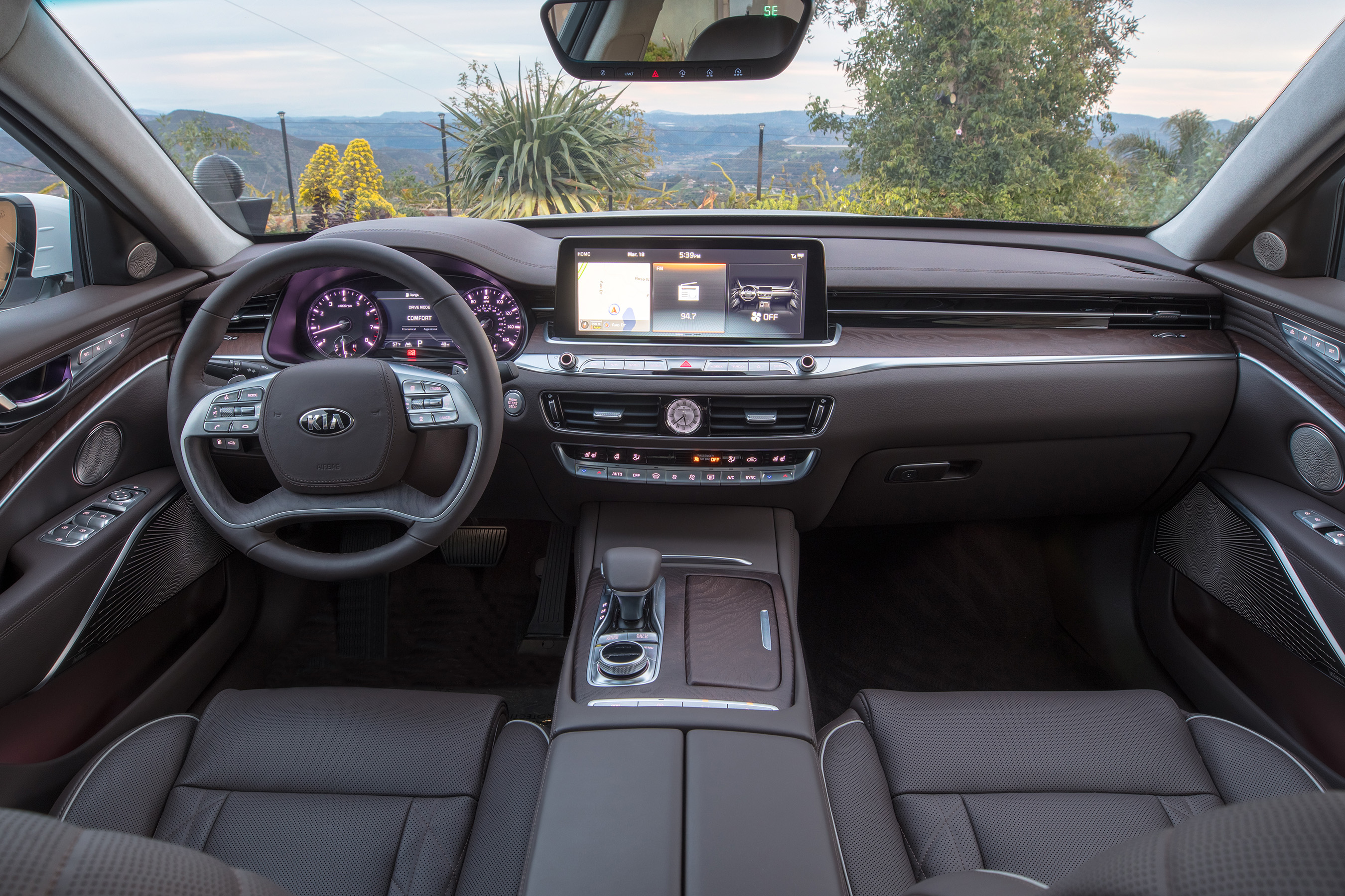The all-new 2019 Kia K900 combines a dignified and sophisticated exterior design, a beautifully crafted cabin of premium materials, and performance characteristics that befit a world-class flagship sedan.