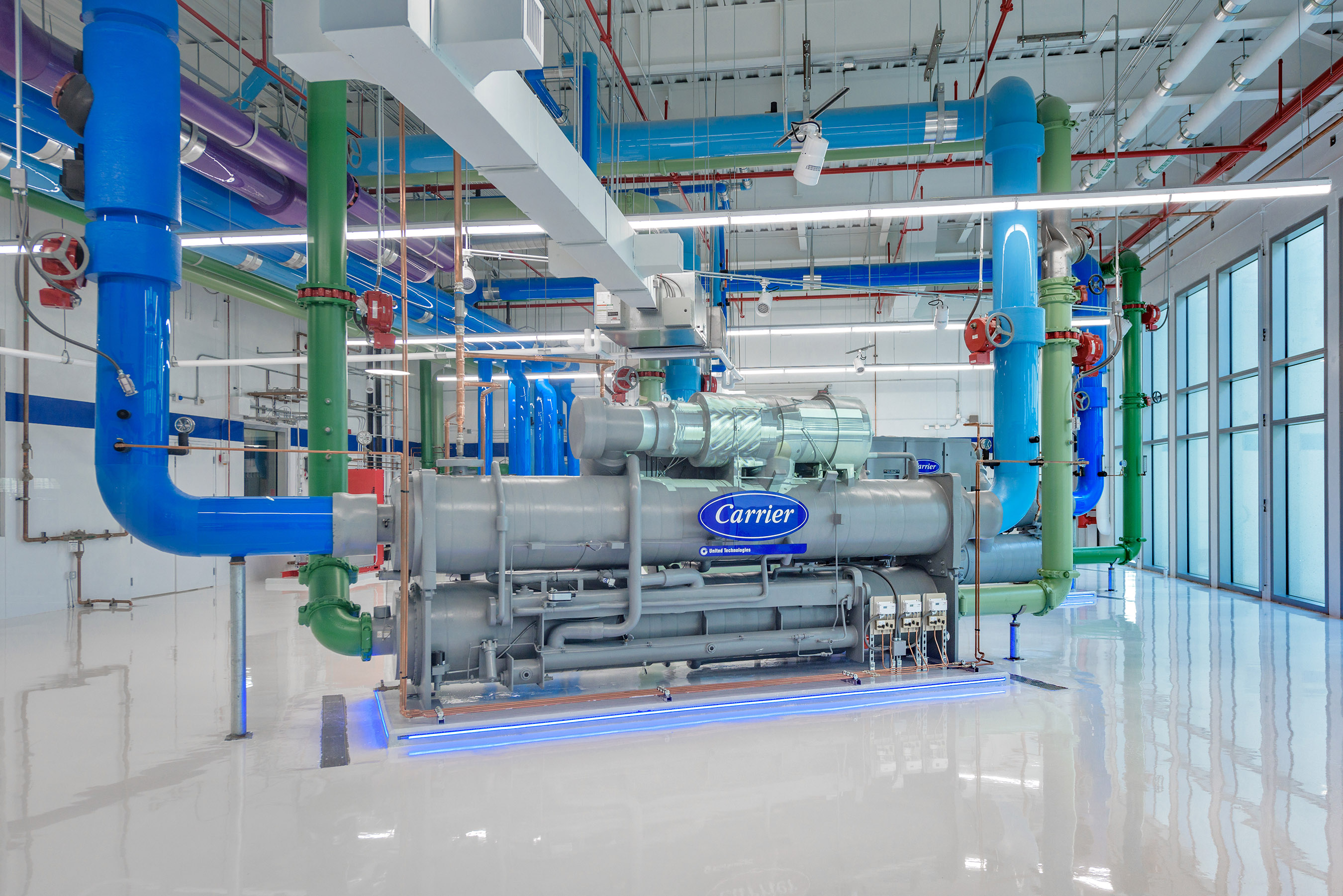 Two Carrier AquaEdge® 23XRV chillers, the world's leading efficiency screw chiller, paired with augmented reality to reveal their inner operations.