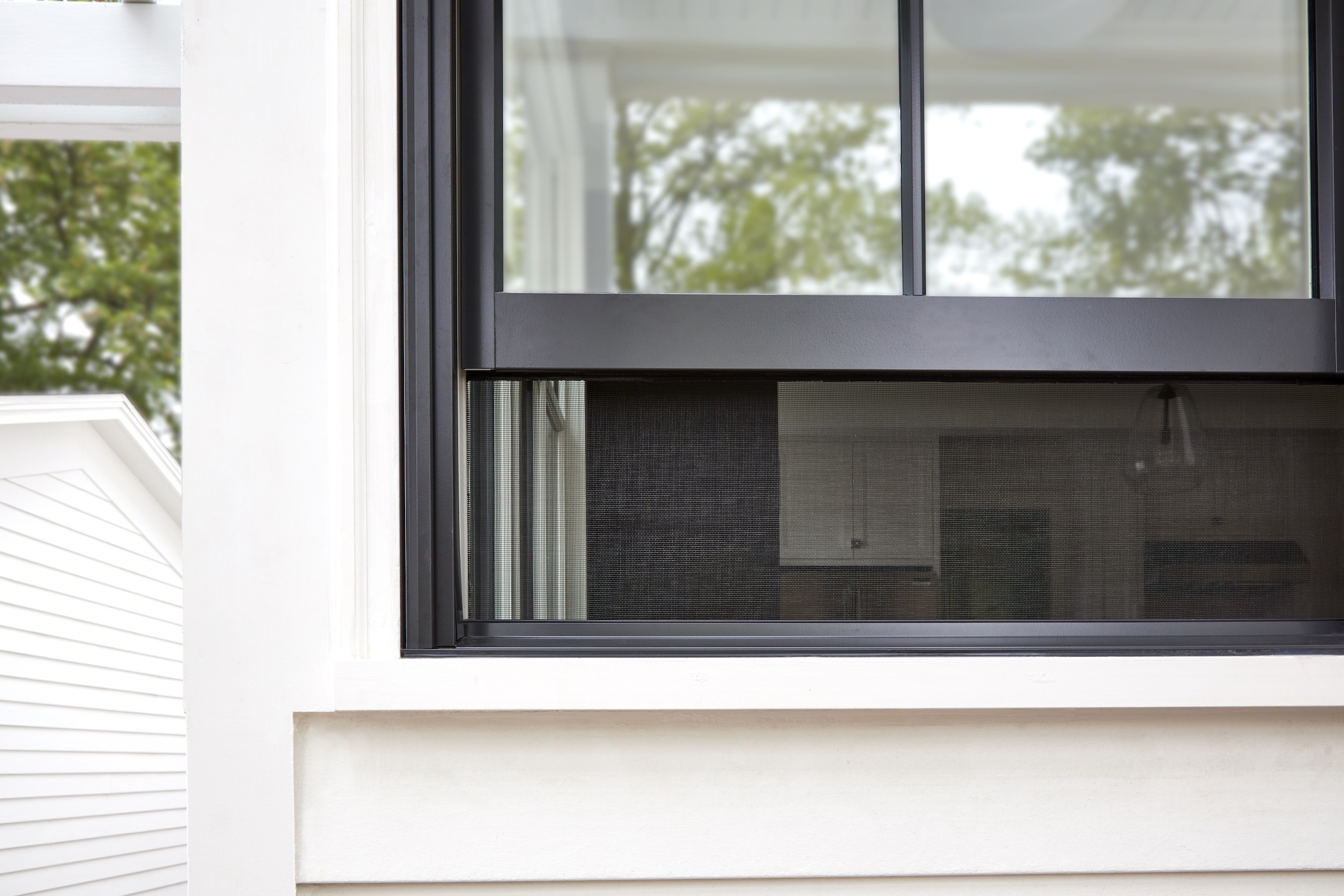 Pella debuts integrated rolscreen at aia 2018 conference for Pella casement window screens