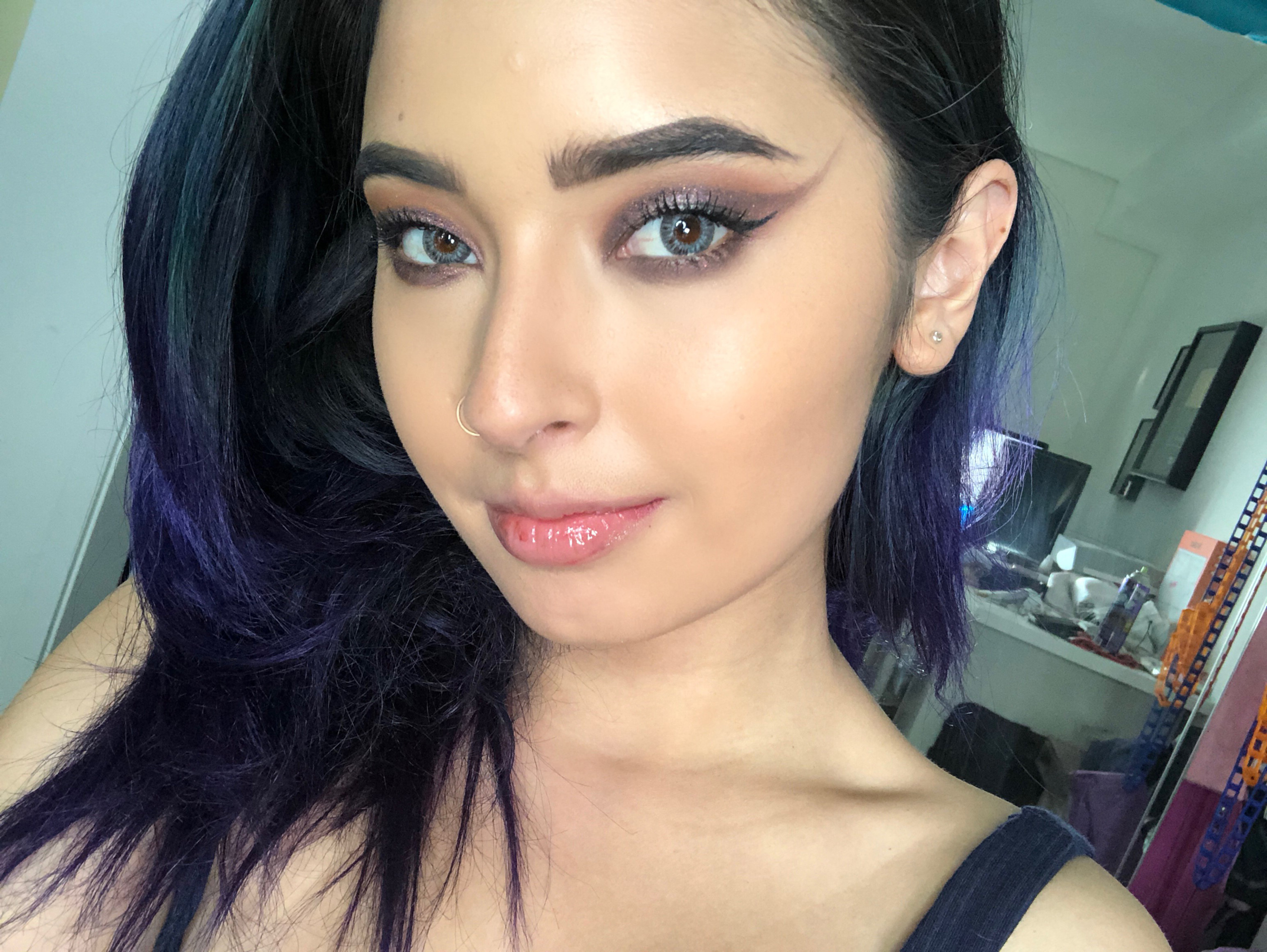 2018c34be5a8c YouTube and Instagram beauty influencer Laura Sanchez will be teaming up  with AIR OPTIX® COLORS