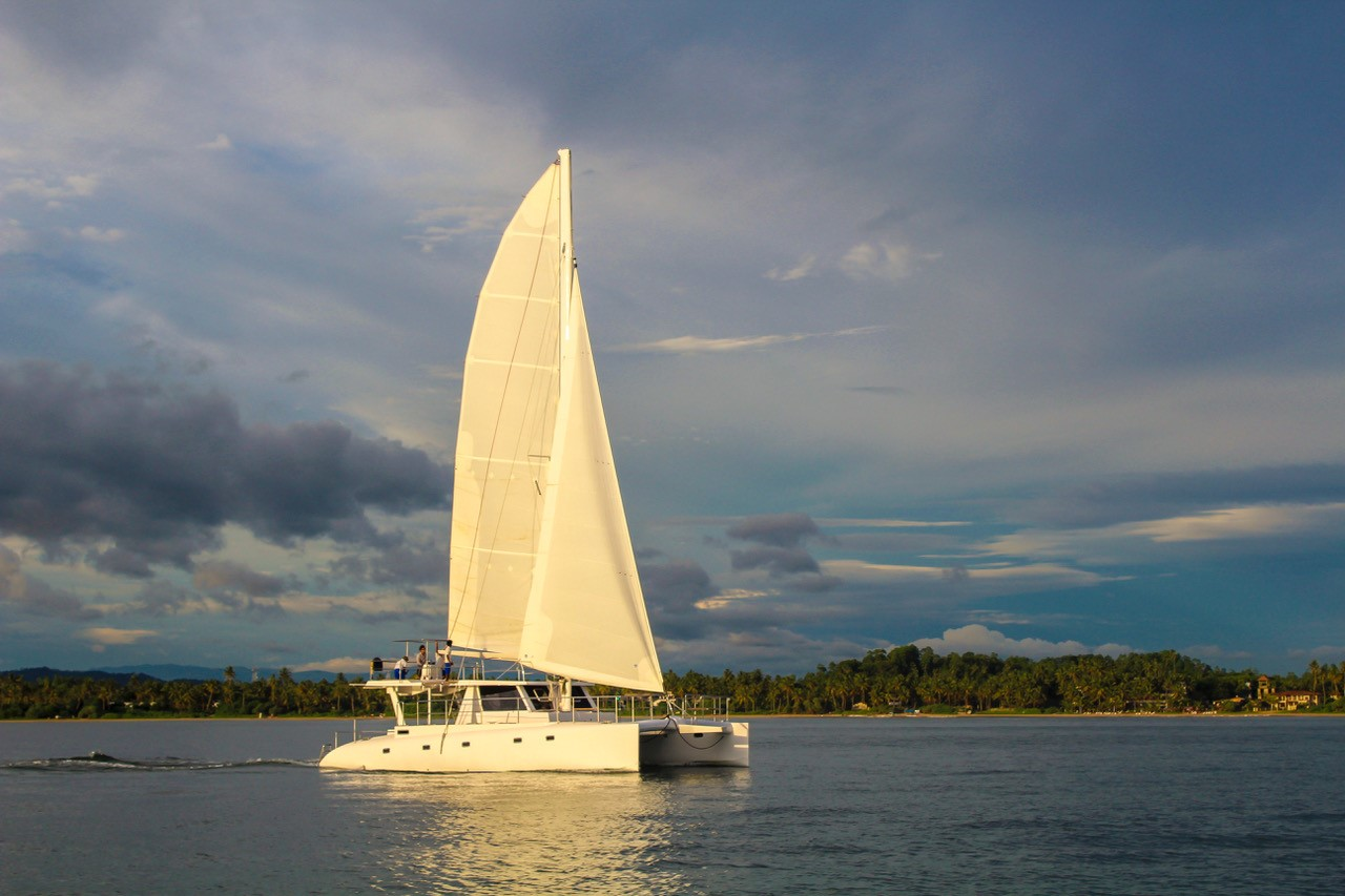 Group sailing on a live-aboard catamaran off the coast of Sri Lanka. © G Adventures, Inc.