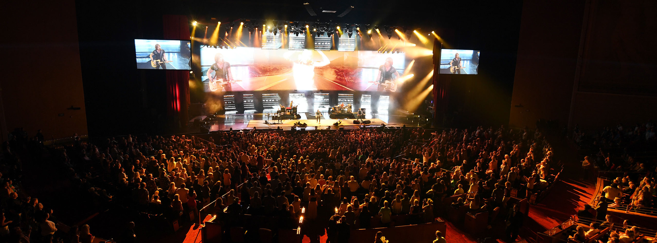 Wide shot of Caesars live show