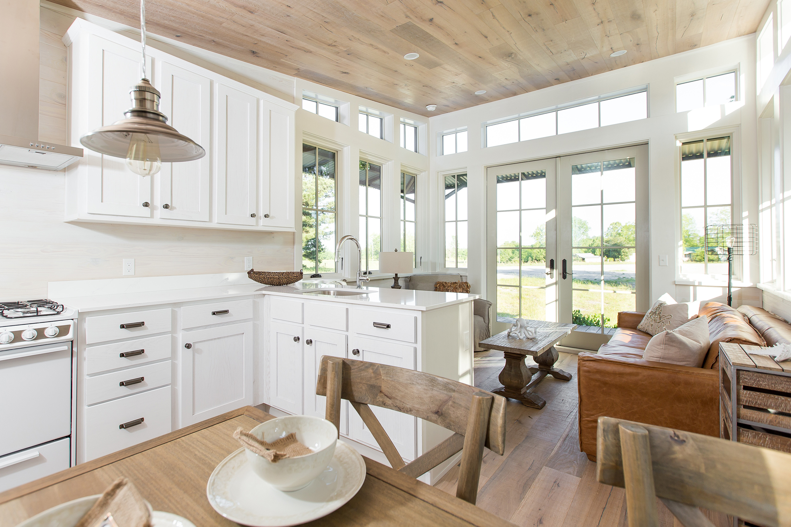 Designer Cottages® floor plans are inspired by nature. Large windows offer abundant natural light and 270-degree views, seamlessly welcoming the outdoors in.