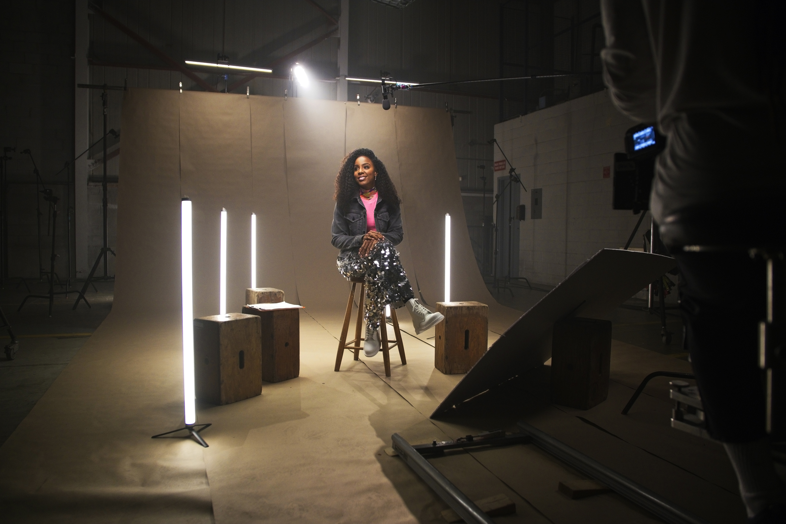 """Behind-The-Scenes with Kelly Rowland at the """"Crown"""" video shoot"""
