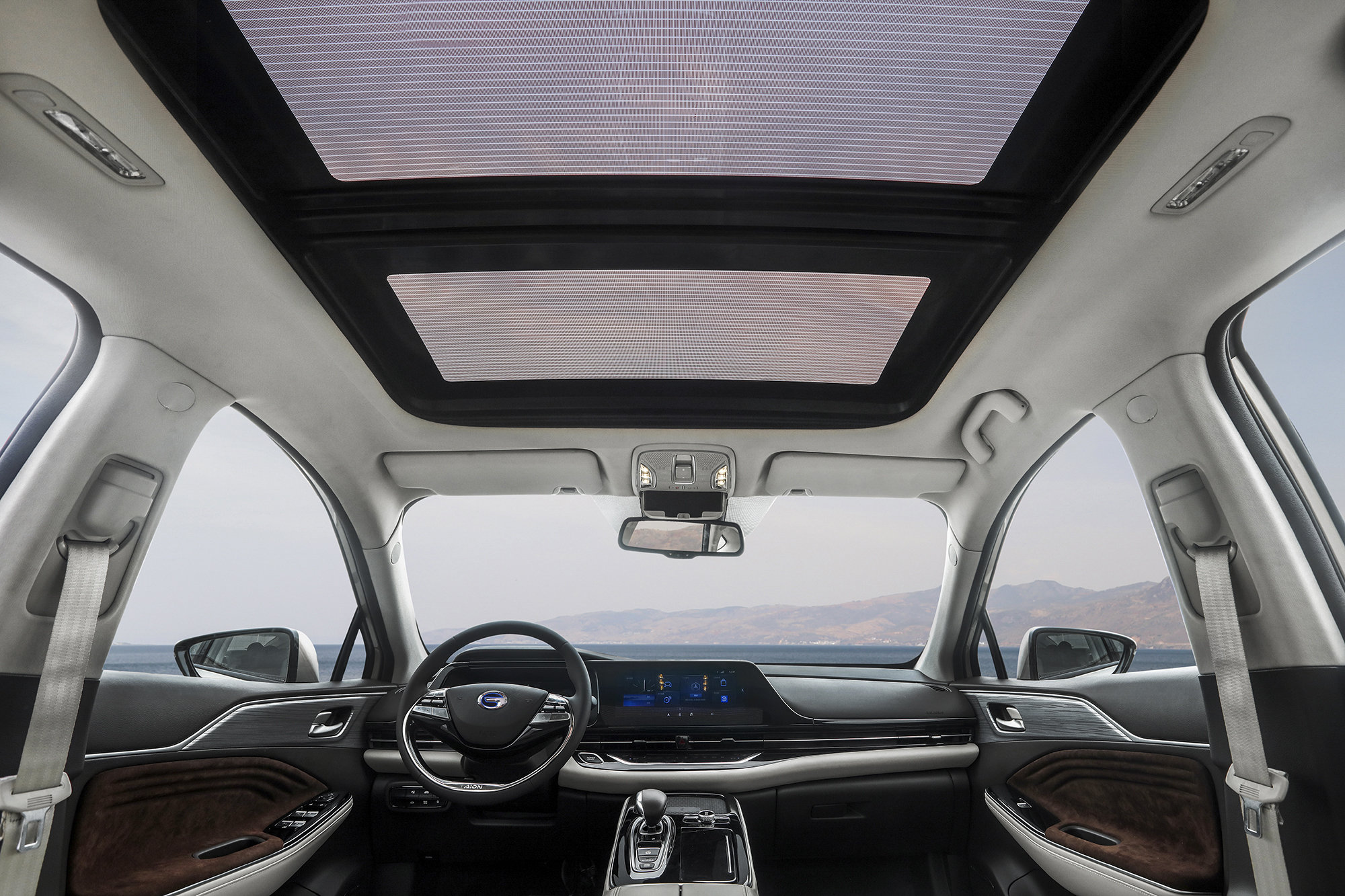 Solar Panels On Sunroof Provides Energy-efficient Internal ventilation And Circulation System