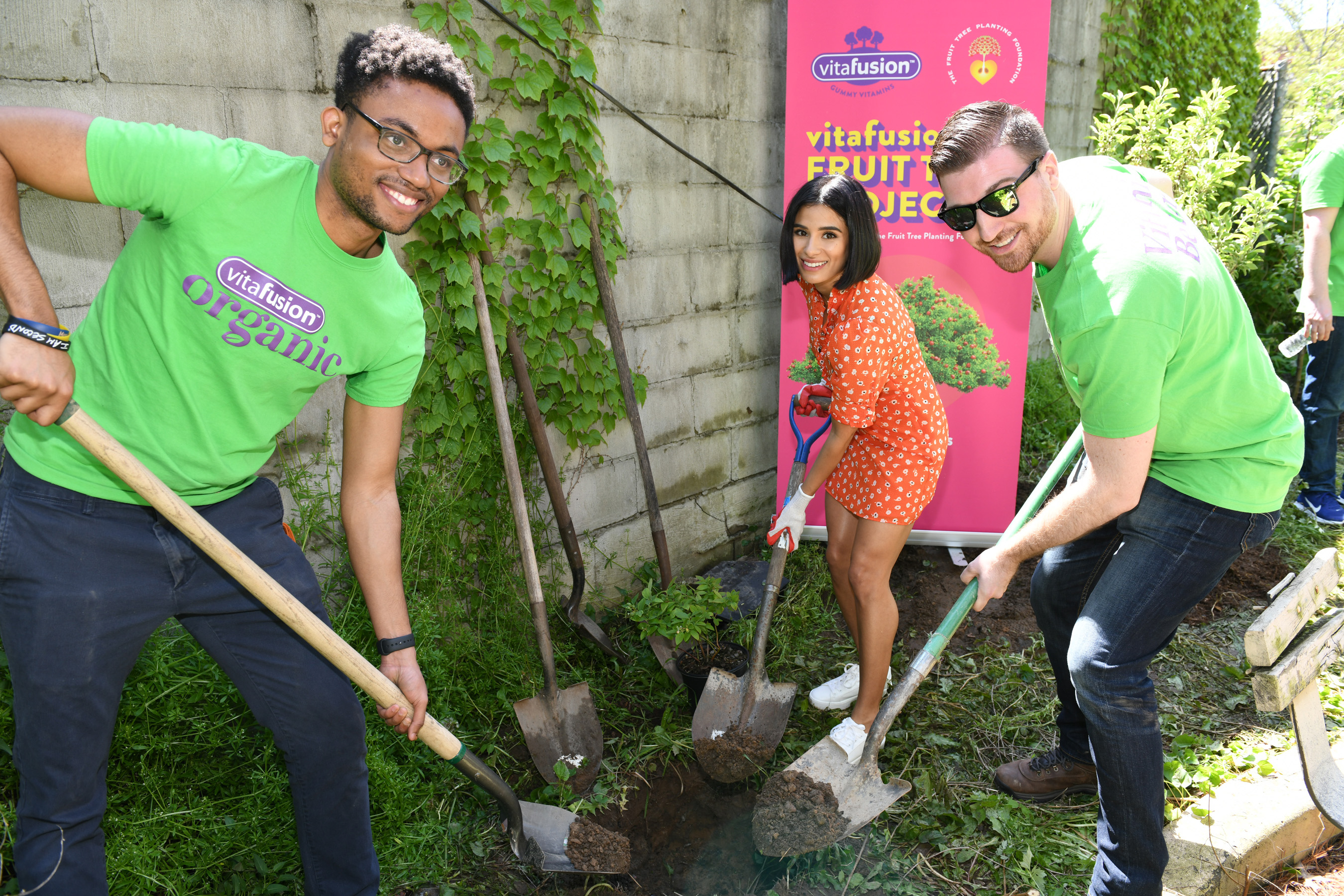 The first planting of the year took place on May 16, 2019 in Williamsburg, Brooklyn at 366 Hewes Street, a building owned and managed by 47-year old nonprofit tenant and community organizing, affordable housing and social services provider Southside United HDFC-Los Sures.