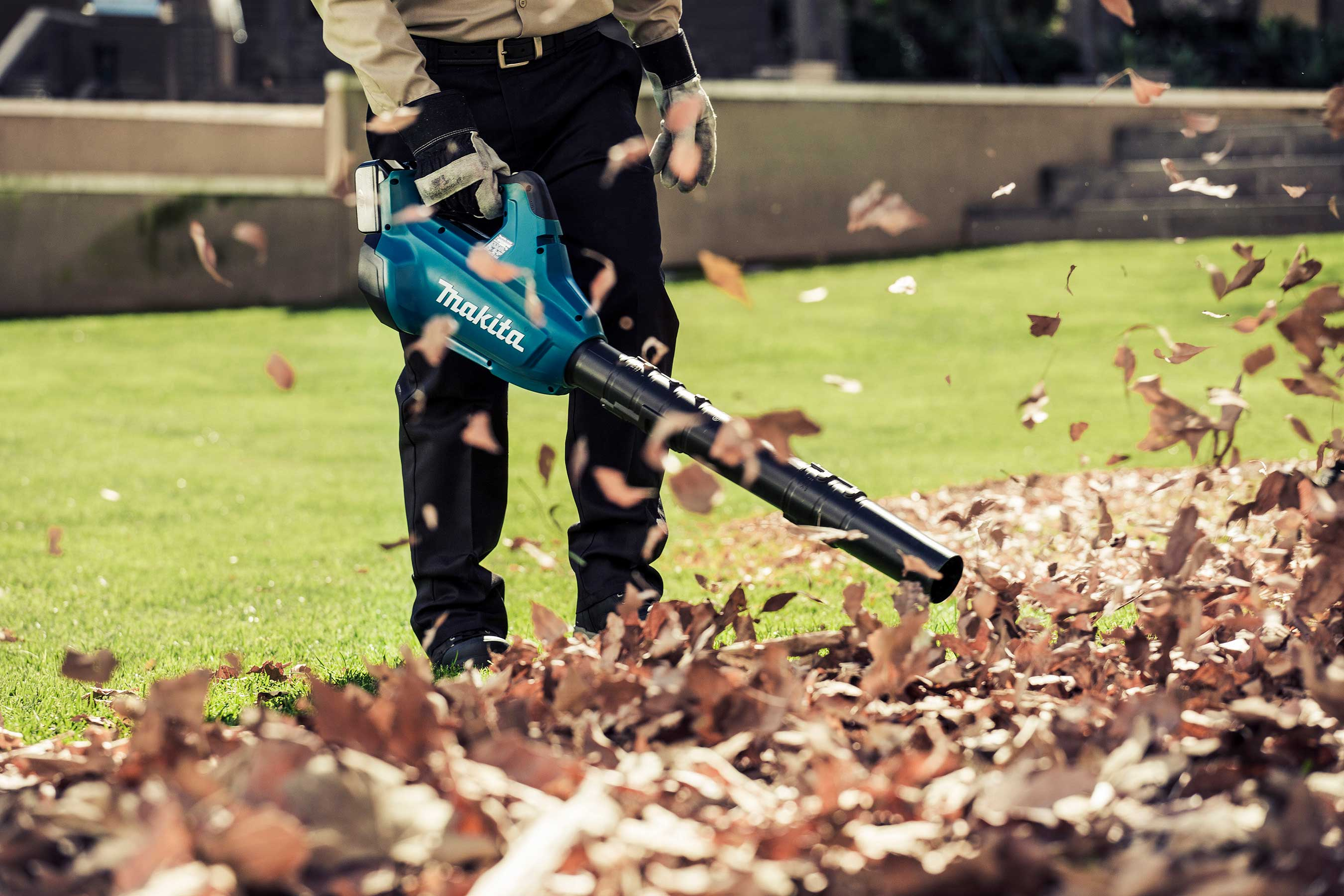 The Makita LXT Cordless Blower reaches speeds up to 120 MPH.