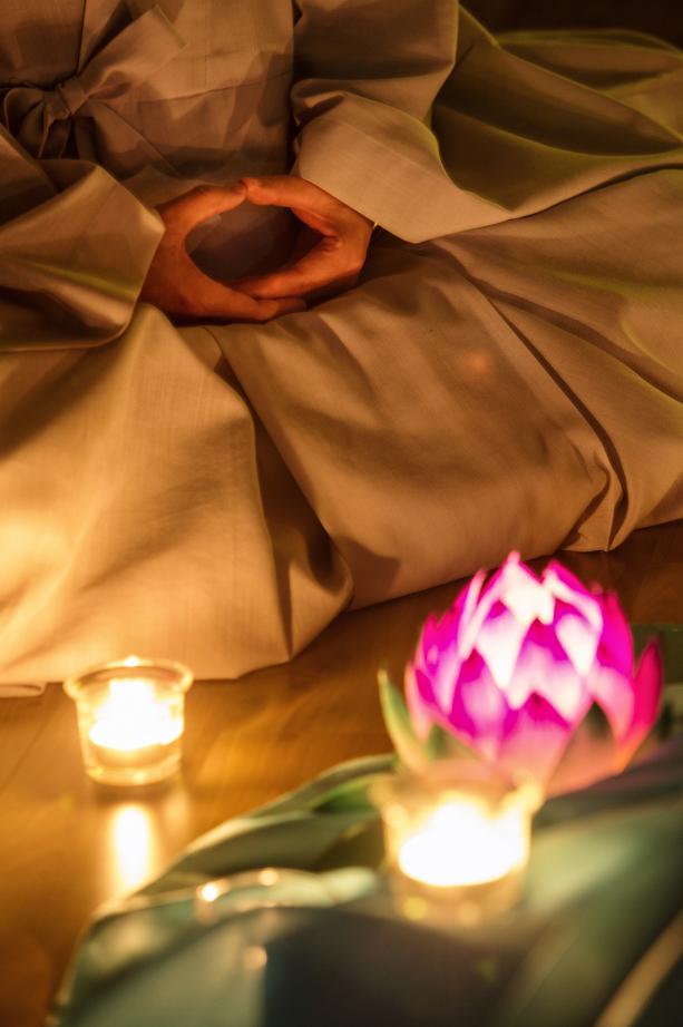 Chamseon (Zen meditation) with Lotus Lantern