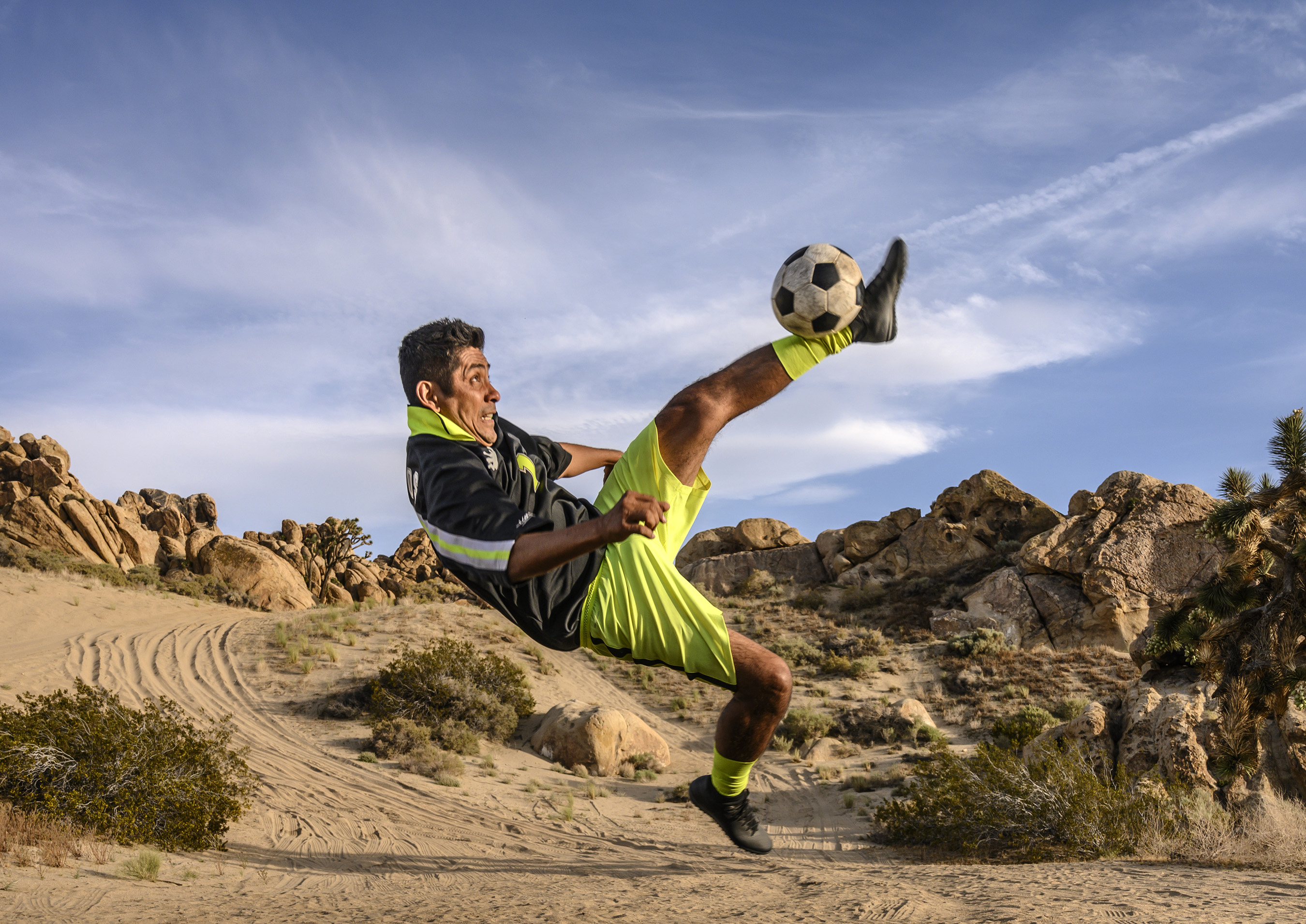 Mexican soccer legend, Jorge Campos, shows off his acrobatic skills on even the toughest of terrains.