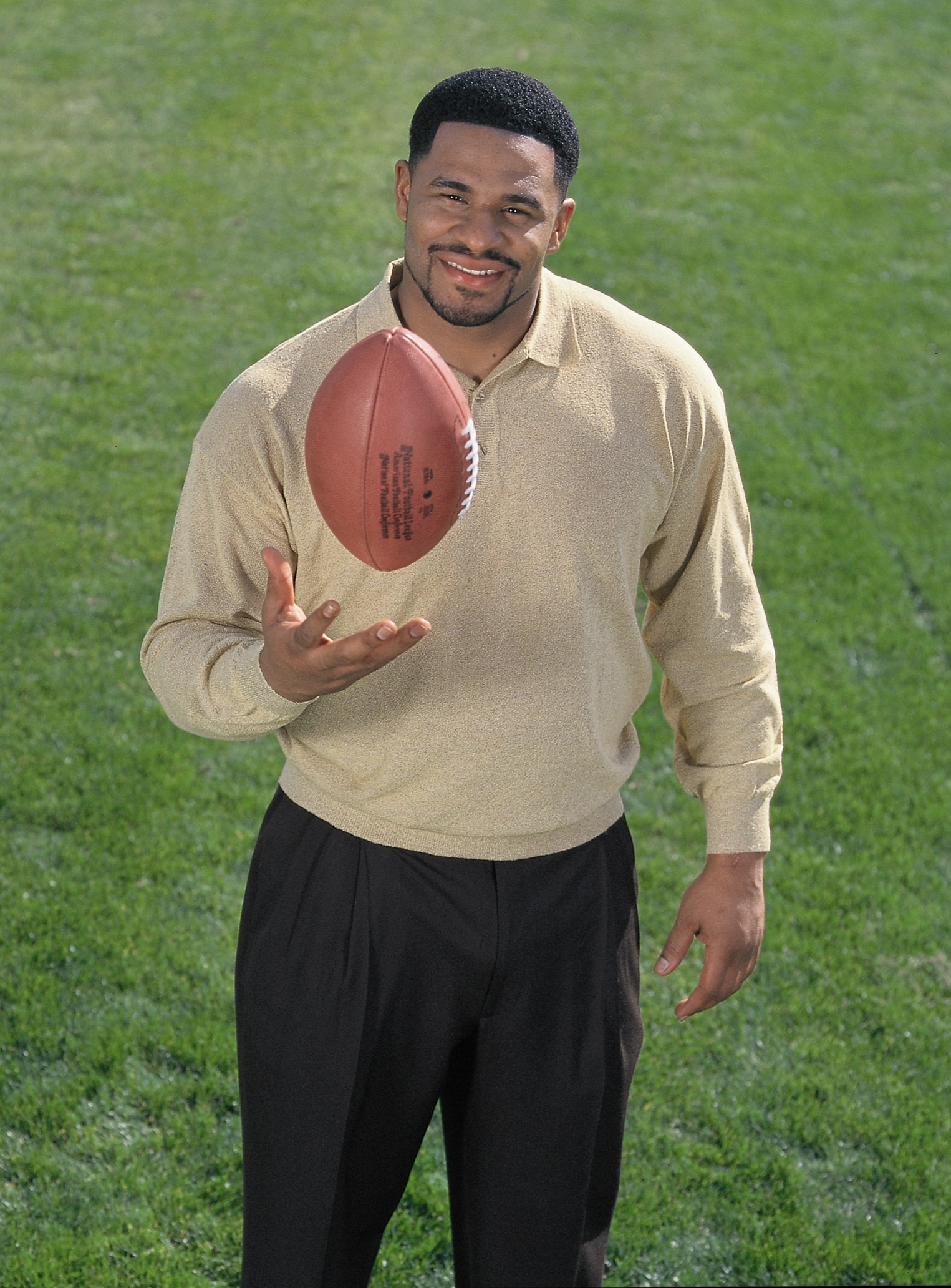"Jerome ""The Bus"" Bettis kicks off the Hertz ""Extra Mile"" campaign. ""I've been a Hertz Gold Reward member for more than 20 years because the Hertz team always takes great care of me."""