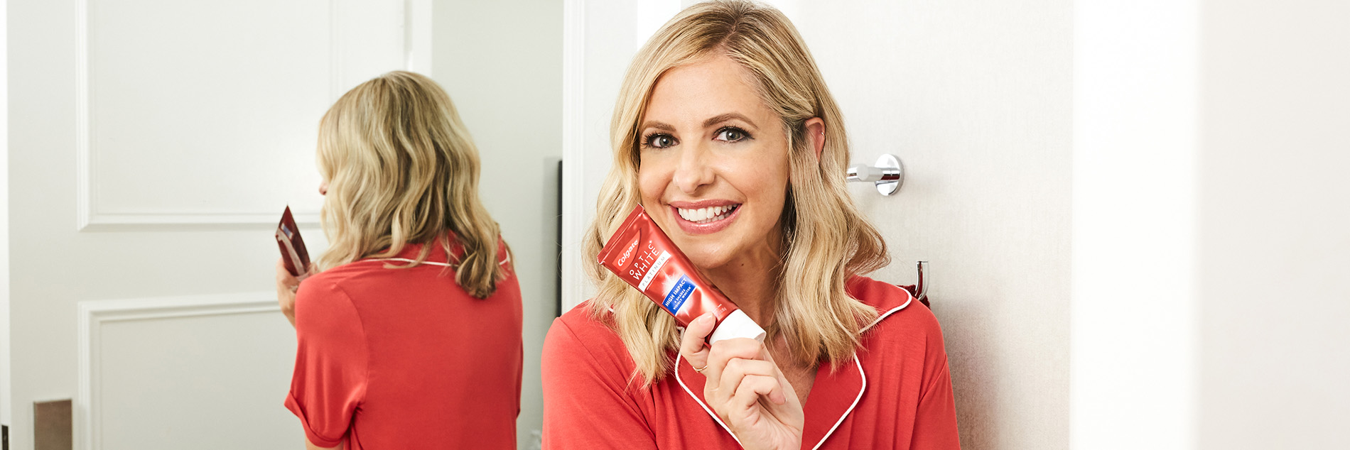 Actress Sarah Michelle Gellar reveals that the key to her iconic bright, white smile is Colgate® Optic White® Platinum™ High Impact™ Toothpaste.