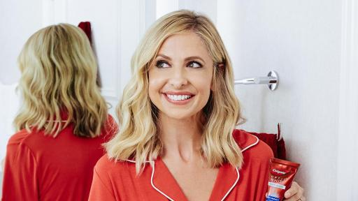 Actress and Entrepreneur Sarah Michelle Gellar showcases her bright, white smile, courtesy of Colgate® Optic White® Platinum™ High Impact™ Toothpaste