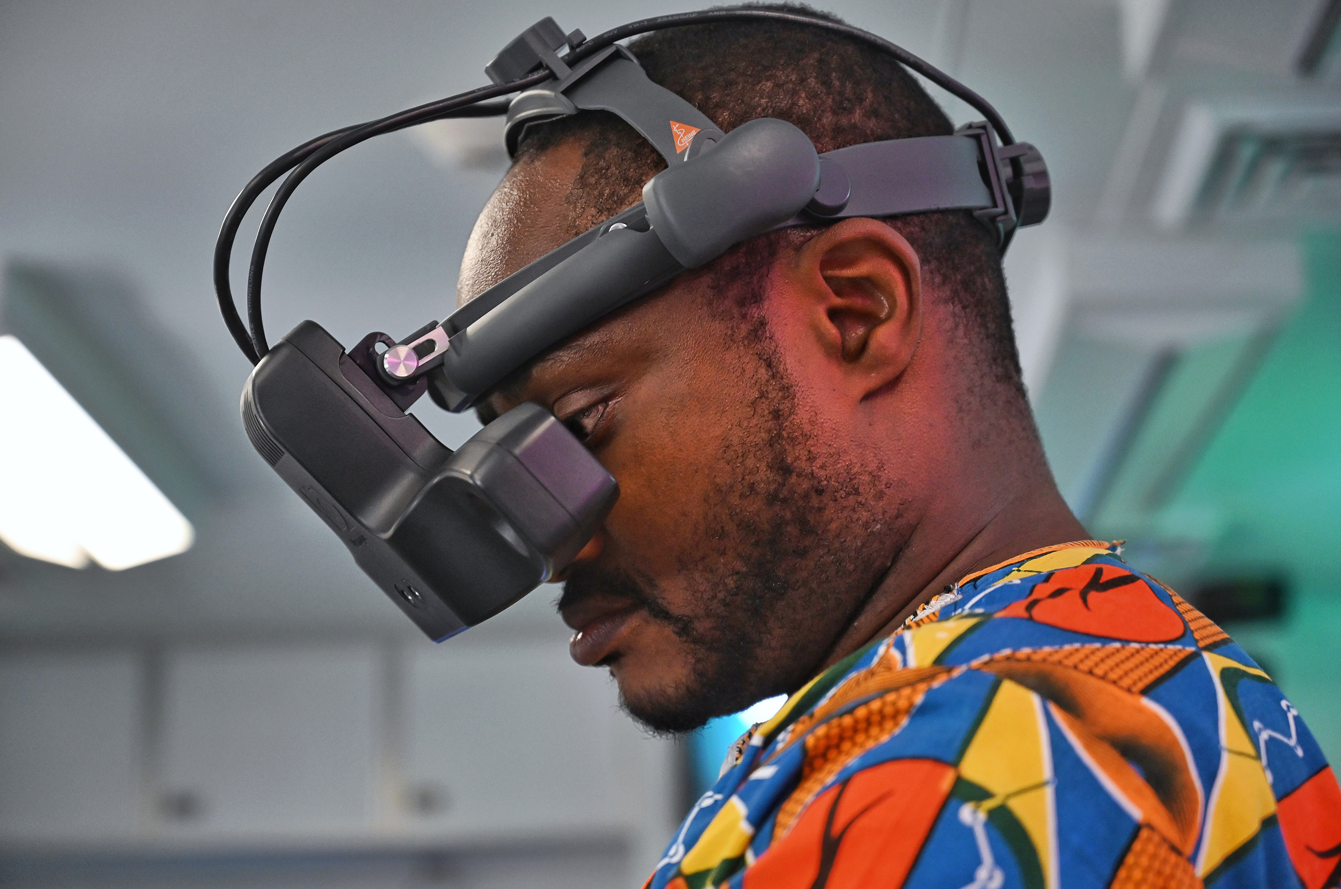 Orbis's new Simulation Center Manual gives training hospitals and teaching institutions the guidance they need to create their own simulation centers and training programs. A participant from Ghana uses the latest in virtual reality to practice detecting retinal diseases in 2019. Photo: Geoff Oliver Bugbee