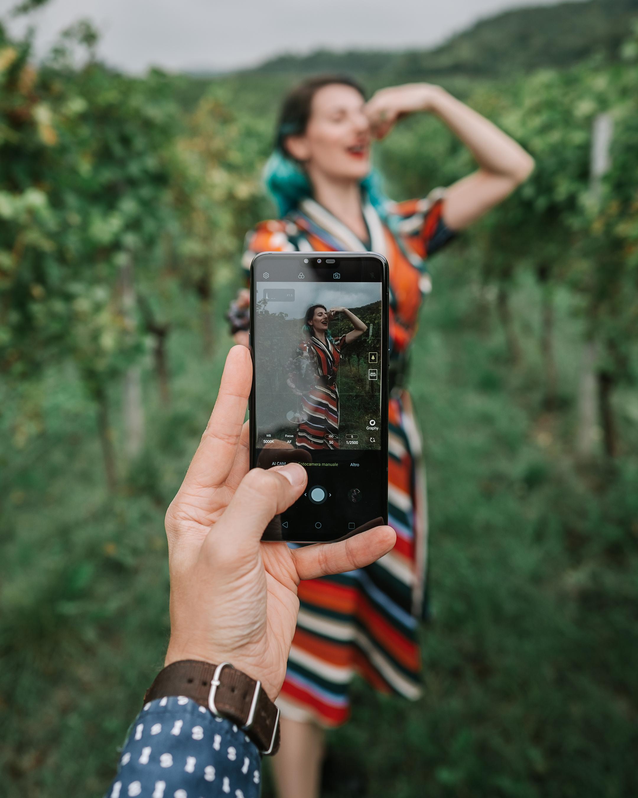 Looking through LG Mobile (@inviaggiocoltubo)