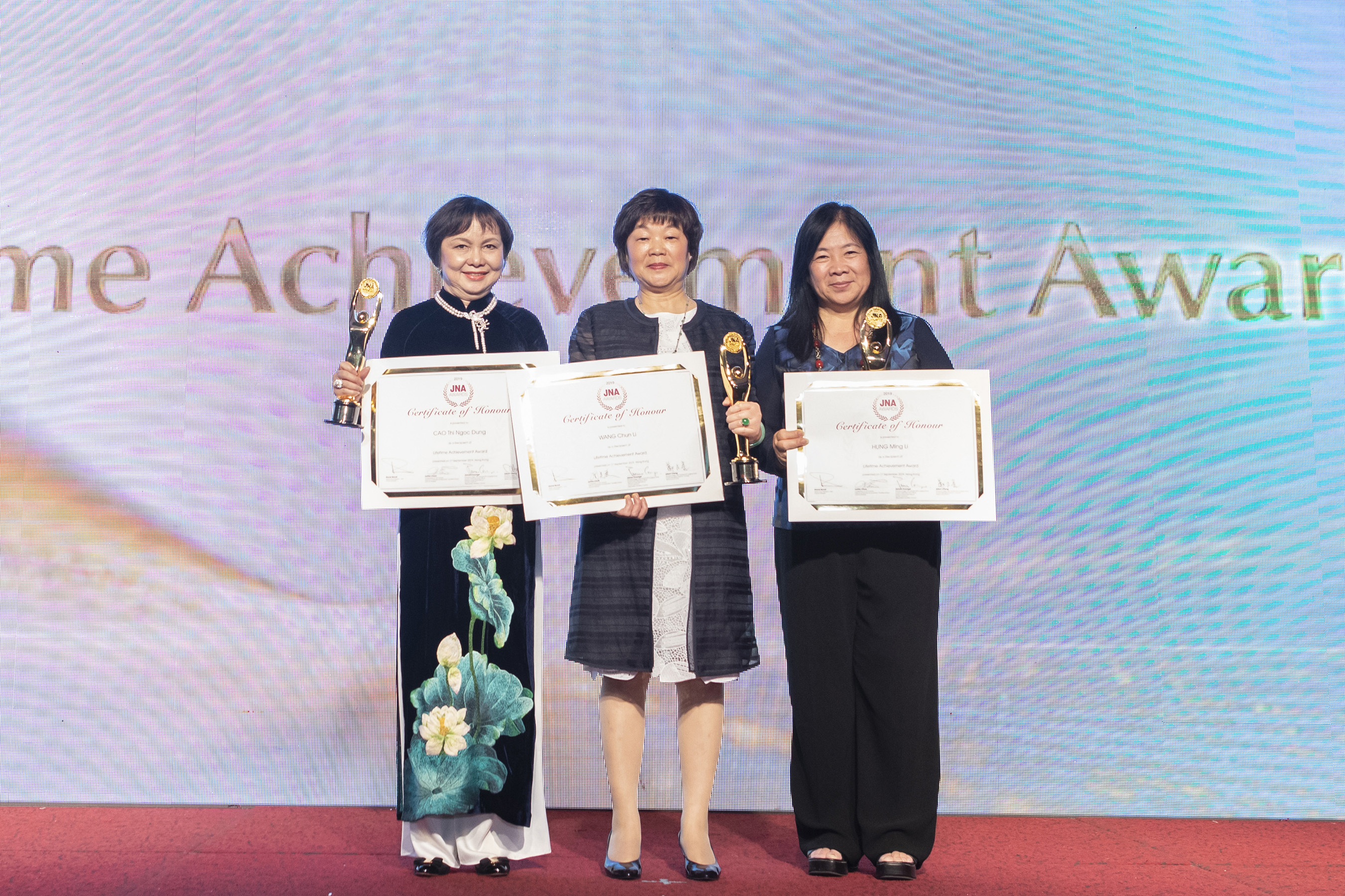 Three outstanding retail pioneers were feted for their lifetime achievements at the JNA Awards 2019. From left: Cao Thi Ngoc Dung, Founder and Chairperson of Phu Nhuan Jewelry Joint Stock Company; Wang Chun Li, Managing Director and General Manager of Beijing Caishikou Department Store; and Hung Ming Li, Founder and Chairman of Chii Lih Coral.