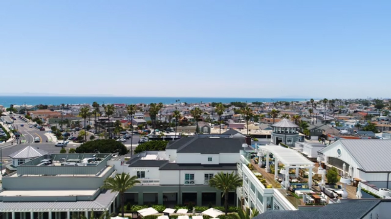 With a location just minutes to the beach, the Lido House often faces fluctuations in weather and temperature, necessitating an HVAC solution that provides year-round heating and cooling with superior energy efficiency.