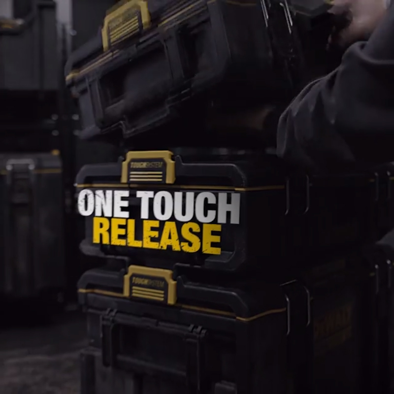 One-touch release, auto-connect side latches