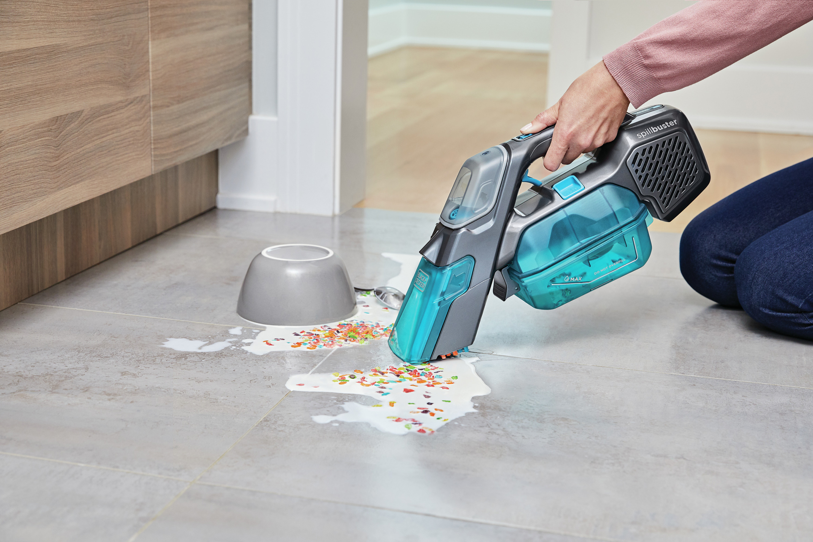 Picks up wet and chunky messes, with results in 3 seconds or less!*