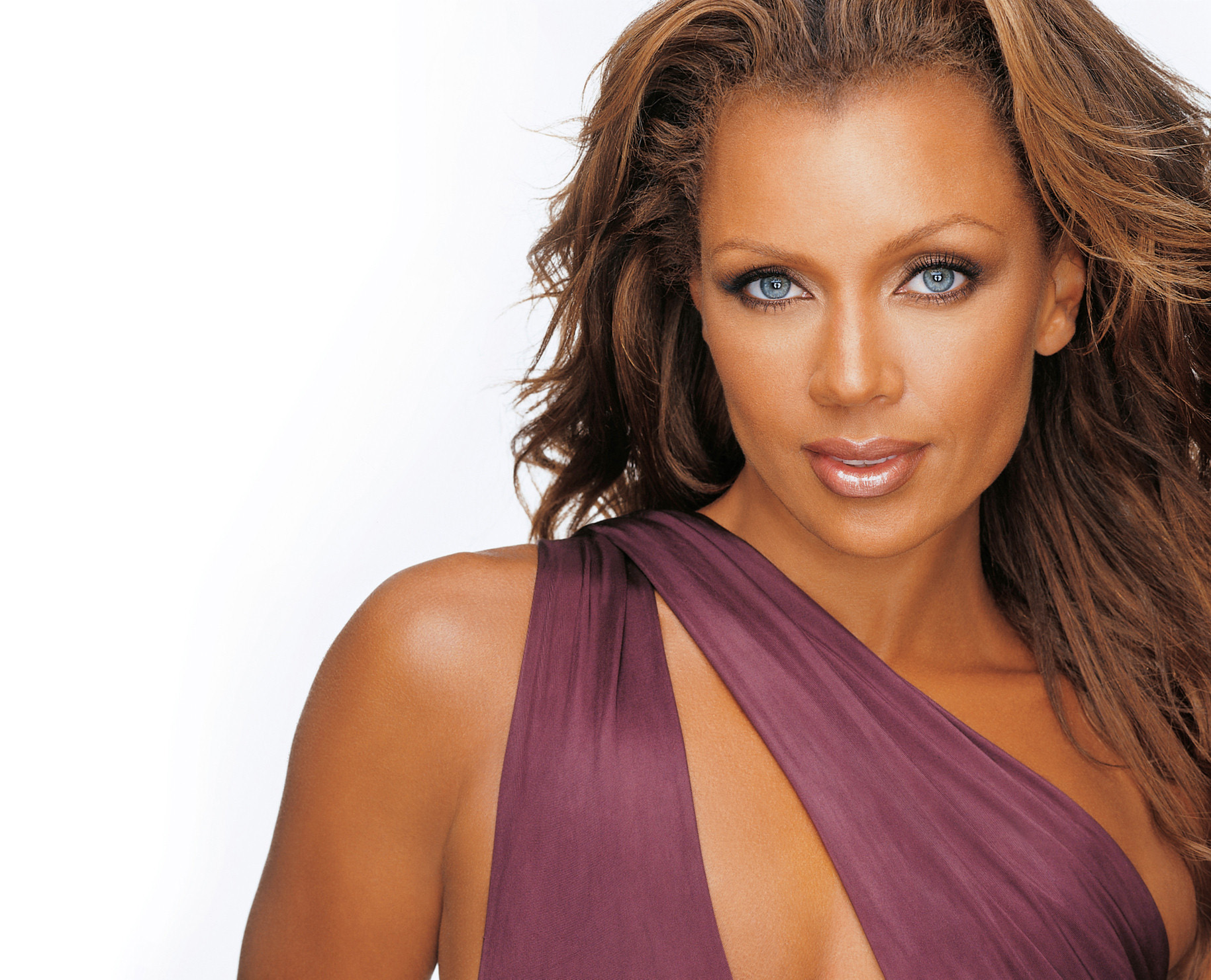 Multi-platinum recording artist and star of television, film and the Broadway stage Vanessa Williams co-hosts the special 40th anniversary presentation of PBS' A CAPITOL FOURTH with John Stamos on Saturday, July 4, 2020. Photo Credit: Rod Spicer