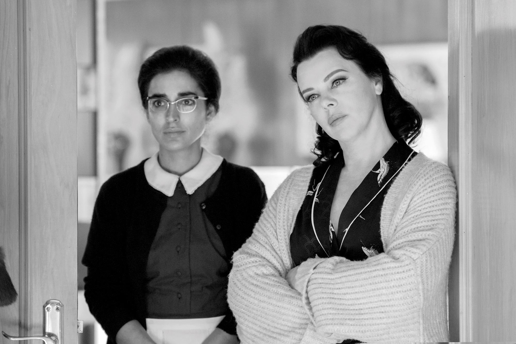 Inma Cuesta and Debi Mazar in Arde Madrid: Burn Madrid Burn