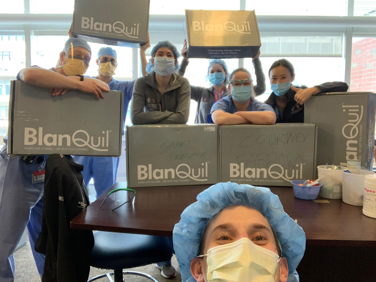 BlanQuil had the pleasure of giving out BlanQuils to Frontline Workers at Beth Israel Deaconess Medical Center on Thursday. We appreciate everything they are doing to help save lives. We want to thank all First Responders and everyone who risks their lives to help others in need. You all deserve a good night's sleep.