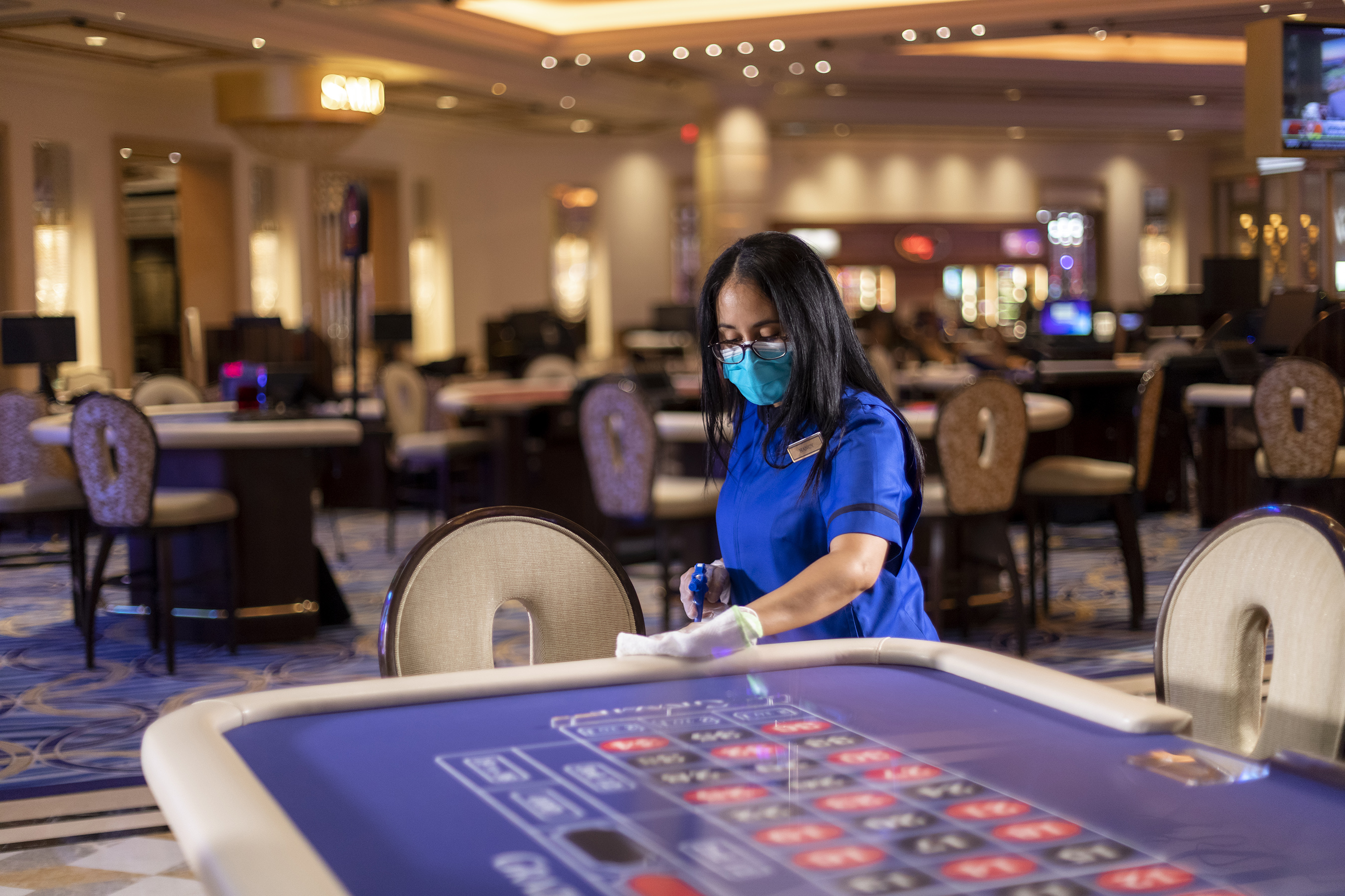 To ensure a pristine Venetian Clean experience, we utilize dedicated staff to disinfect our casino areas around the clock, including table game areas, slot machines, electronic kiosks, and chairs.