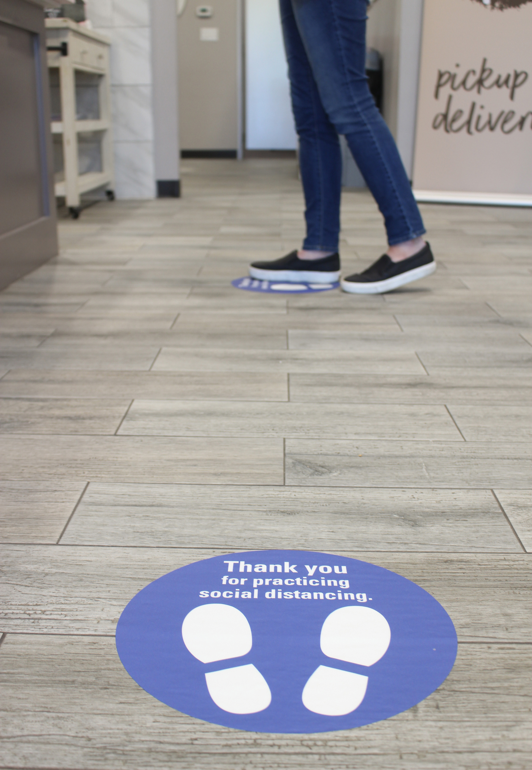 FedEx Office offers custom floor graphics/decals to communicate social distancing directions, direct customer flow and more.