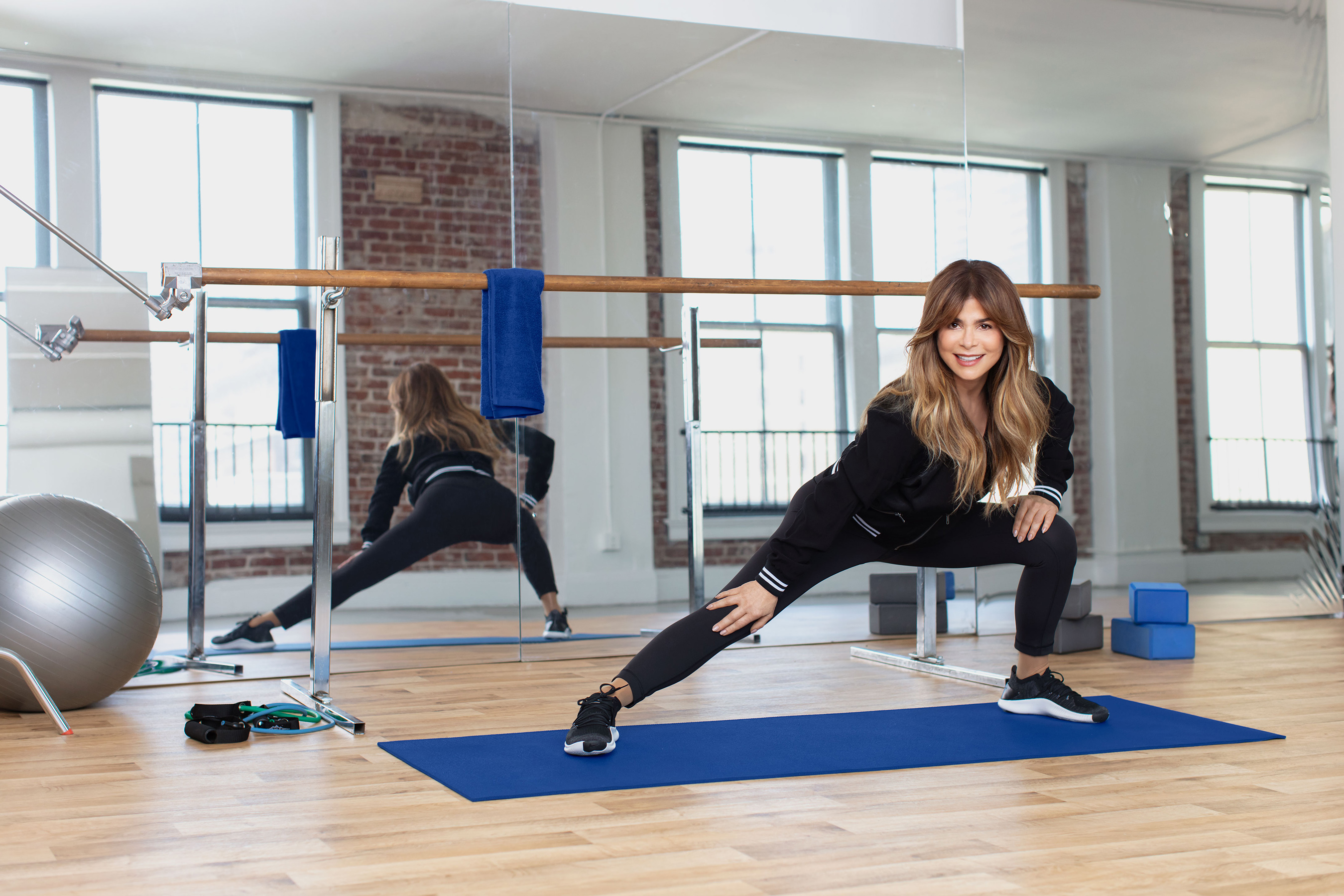 Voltaren teams up with music superstar Paula Abdul to inspire people everywhere to rediscover the joy of movement.