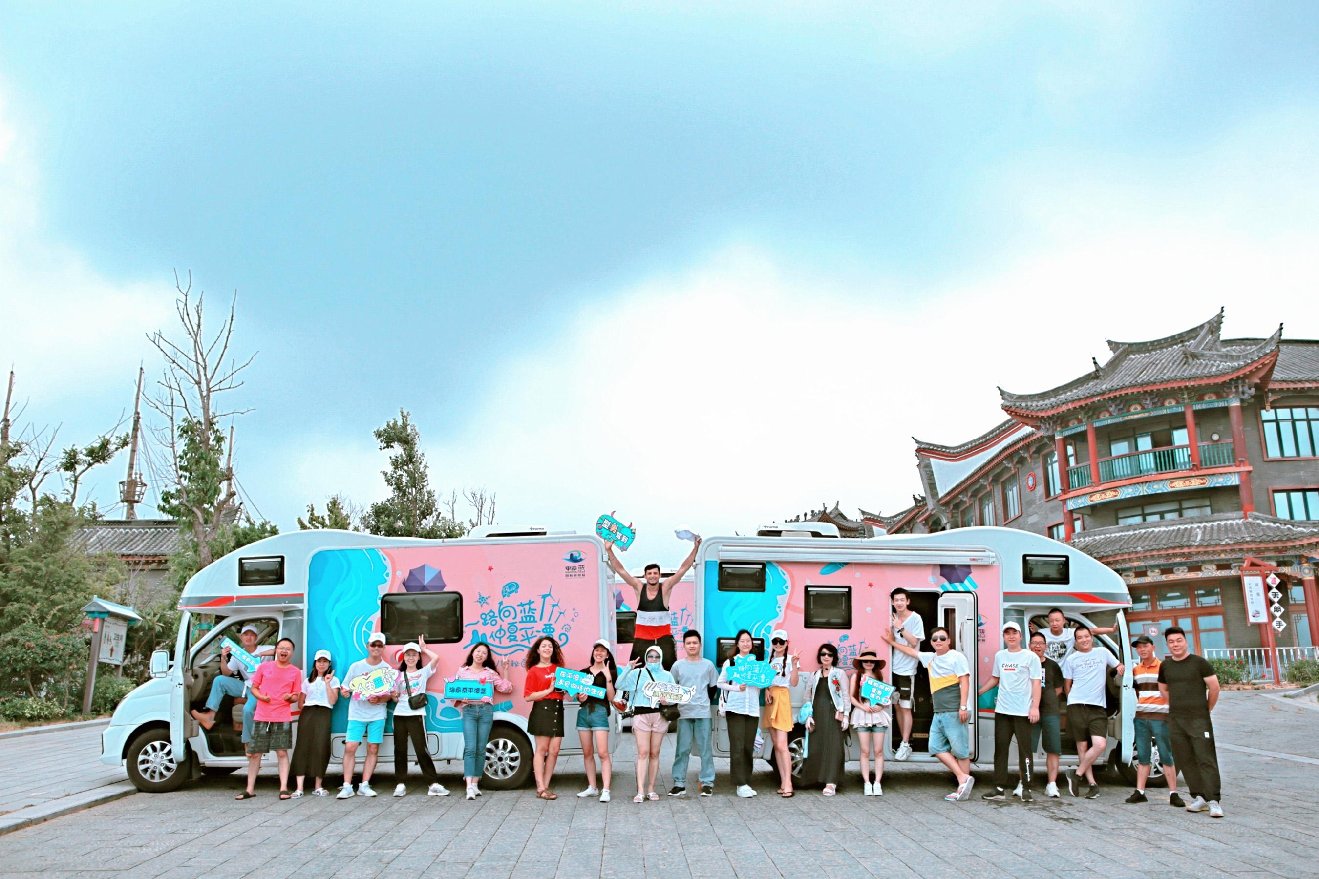 Group photo of self-driving trip in Haitan Fort