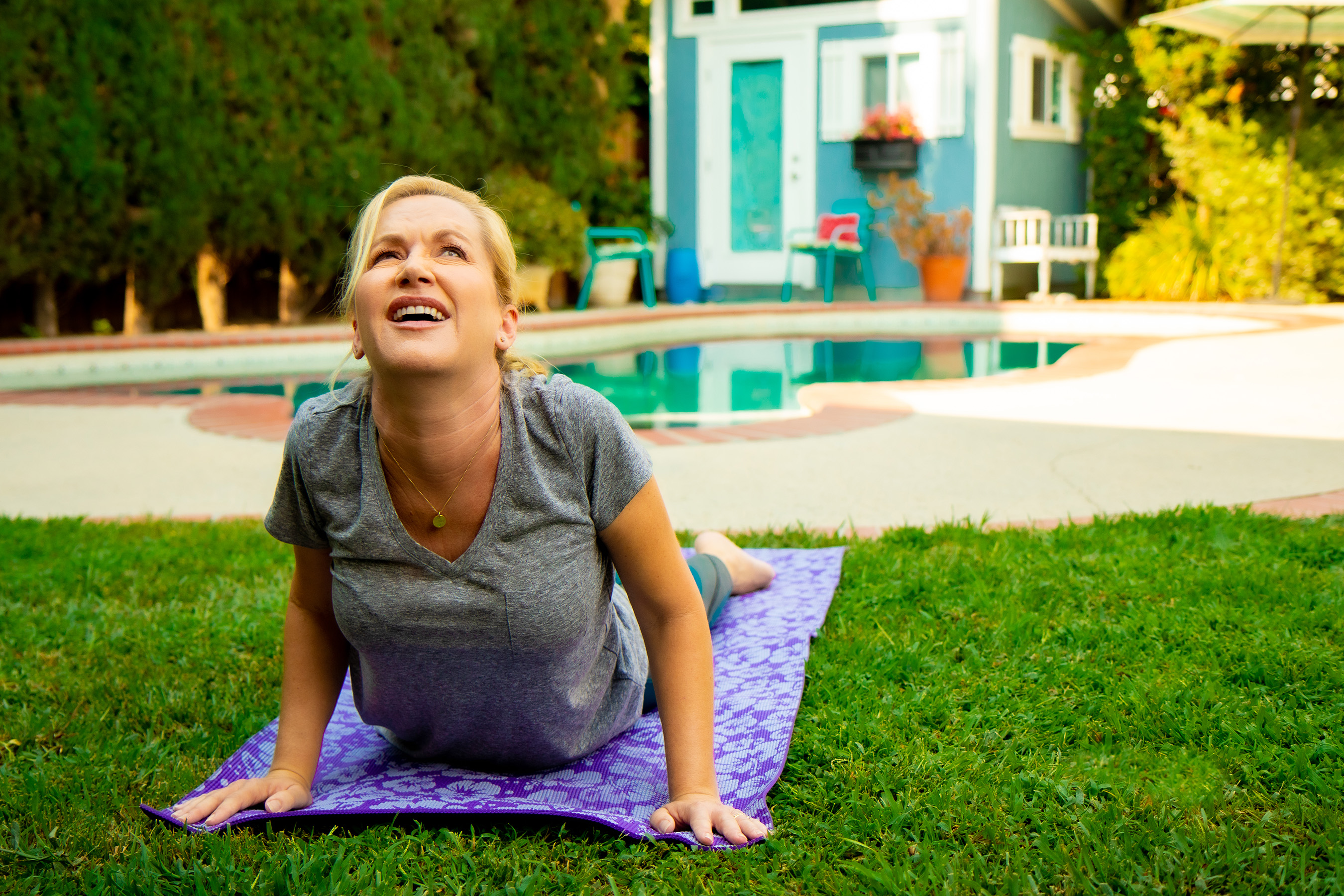 To support the innovative launch of Advil Dual Action, Advil is teaming up with actress Angela Kinsey, who has long relied on Advil to help combat everyday aches and pains.