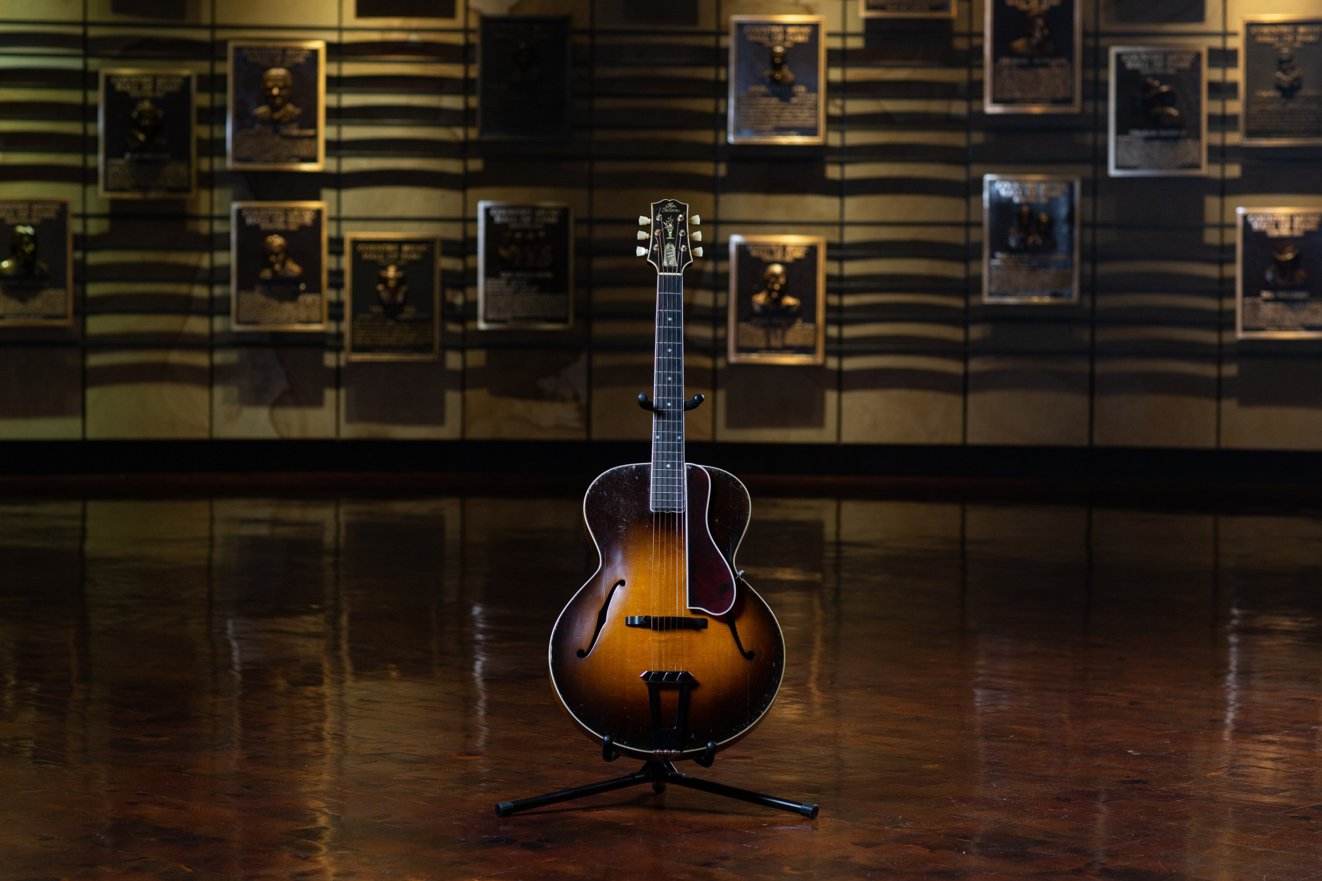 Maybelle Carter's 1928 Gibson L-5 guitar (museum collection). Photo by Bob Delevante for the Country Music Hall of Fame and Museum.