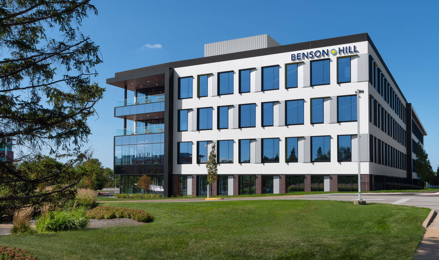 Benson Hill, one of the fastest-growing food tech companies in the country, houses a diverse & growing team with expertise in plant biology, agronomy, data analytics, machine learning and food science all focused on moving food forward.