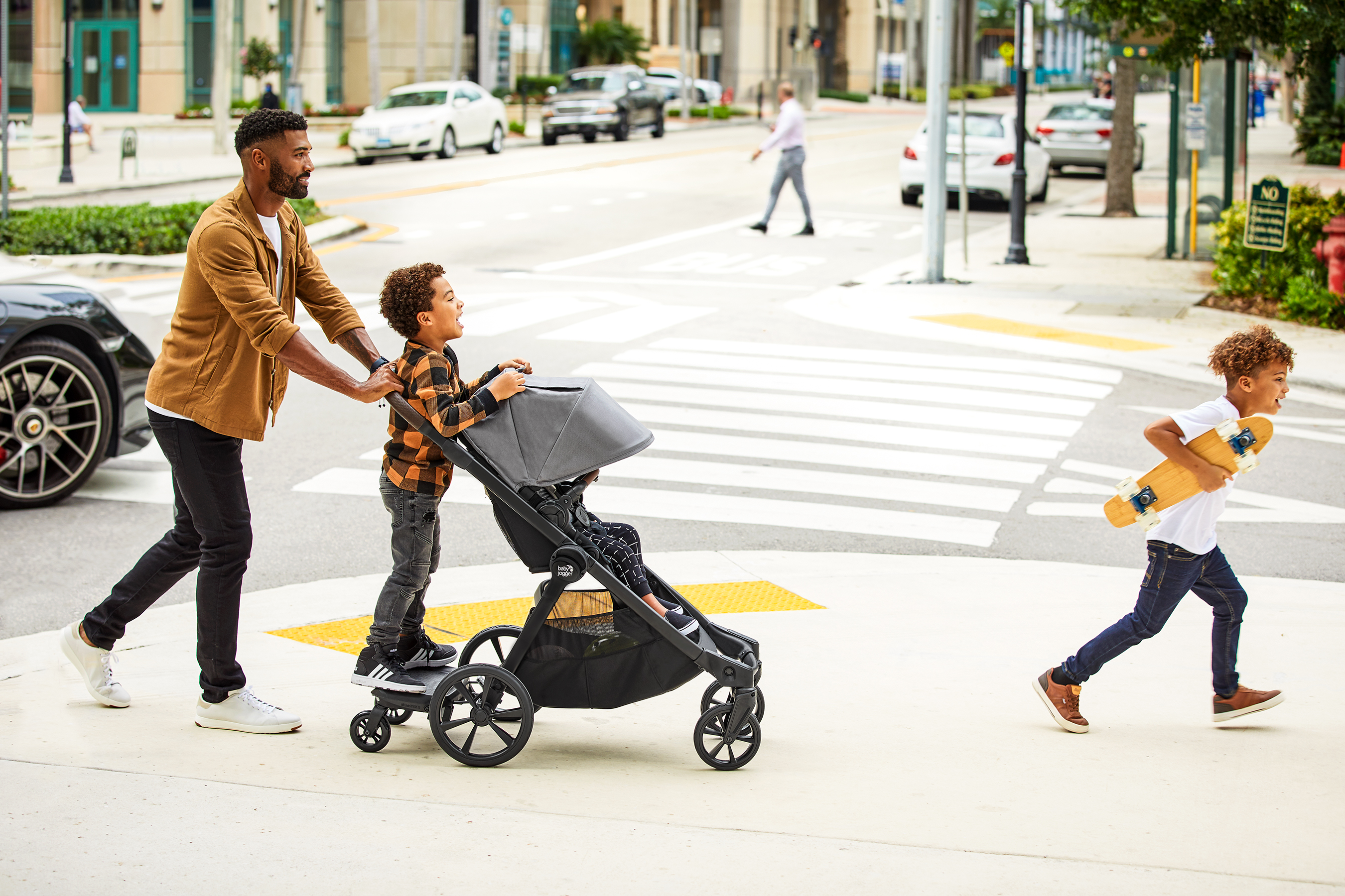 Where you go, baby goes too. Build their confidence to explore their city, their motivation to discover themselves and their determination to climb to the top of the trail with Baby Jogger®.