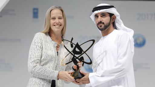 Sheikh Hamdan bin Mohammed delivering the Knowledge Award to Wendy Kopp, CEO of Teach for All