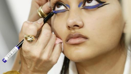 LOREAL DEFILE BACKSTAGE Neelam Crédit Getty Images