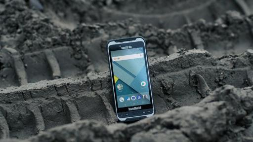Image of the new Nautiz X6 phablet by Handheld on the ground in the dirt. An IP67 rating means that the Nautiz X6 phablet is fully dust- and waterproof.