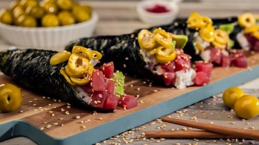 Image of Tuna and Olives Temaki