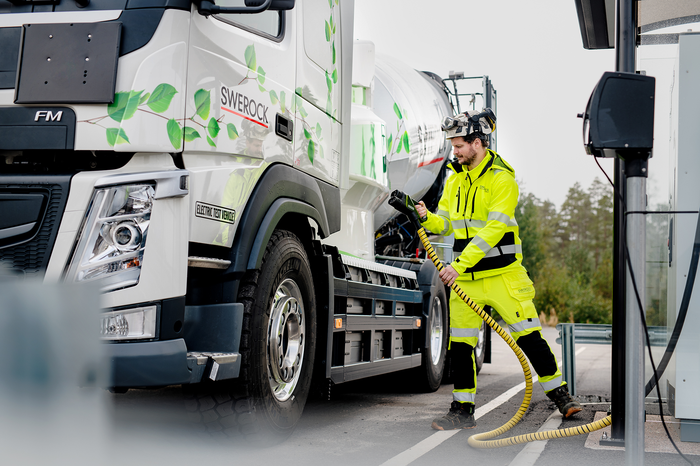 Volvo Trucks launches a complete range of electric trucks ...